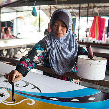 Laurier alumna brings documentary about grandmother and Malaysian batik sarongs to Brantford campus